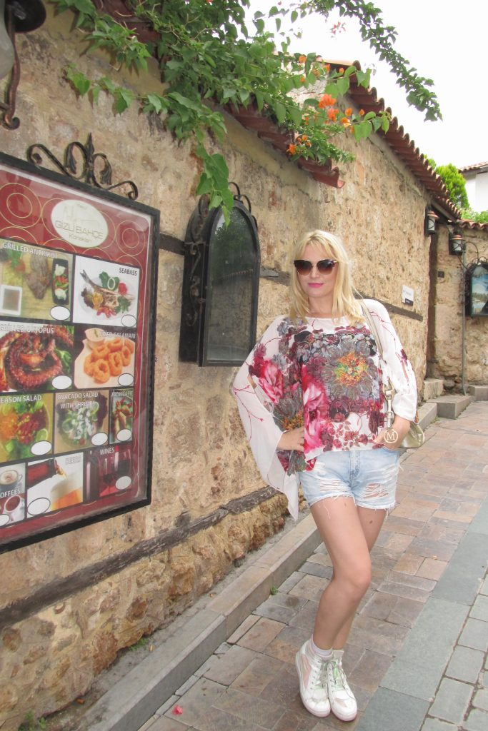 Kaleici -  lokalno ime za Stari grad u Antaliji
