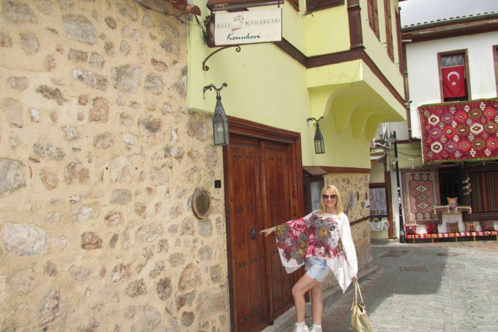 Neka se zatvore, neka se otvore - Vrata u Staroj Antaliji