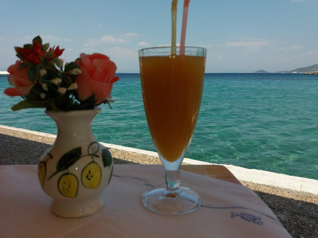 Taverna La Casa u mestu Kokari na samoj obali mora