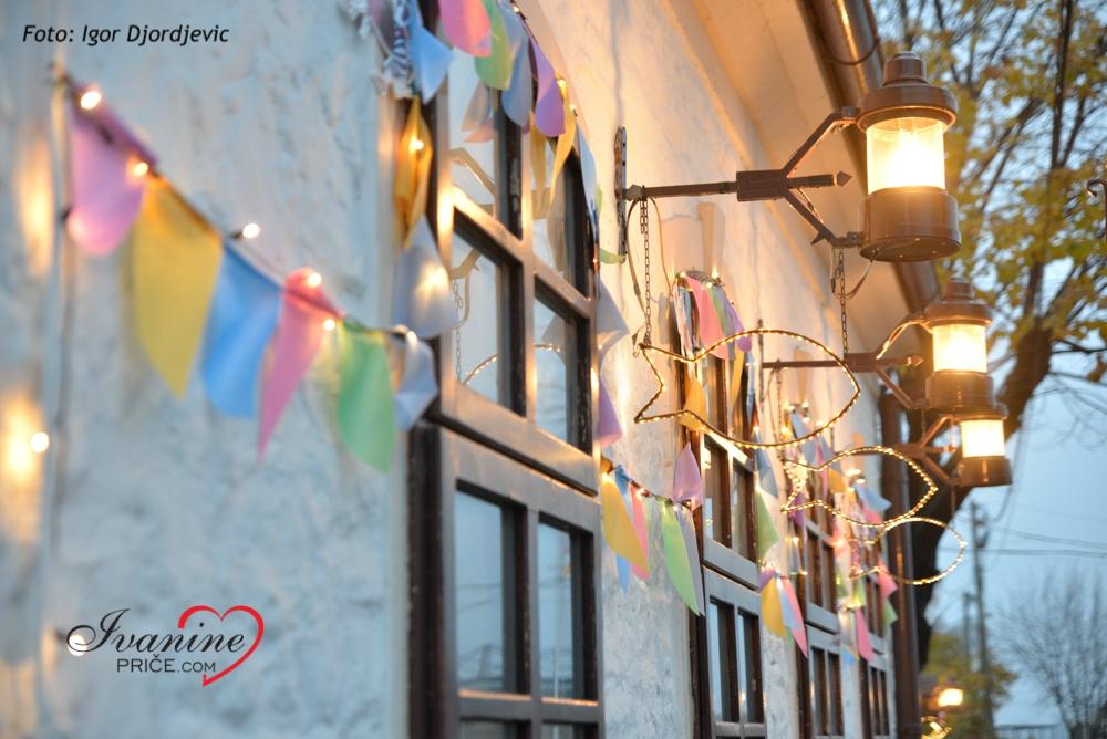 Svakog novembra restoran iz kog dopire vesela muzika i sjajna novogodišnja atmosfera