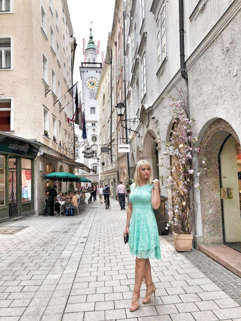 Jedna od glavnih ulica u Salzburgu prepuna radnji i restorana