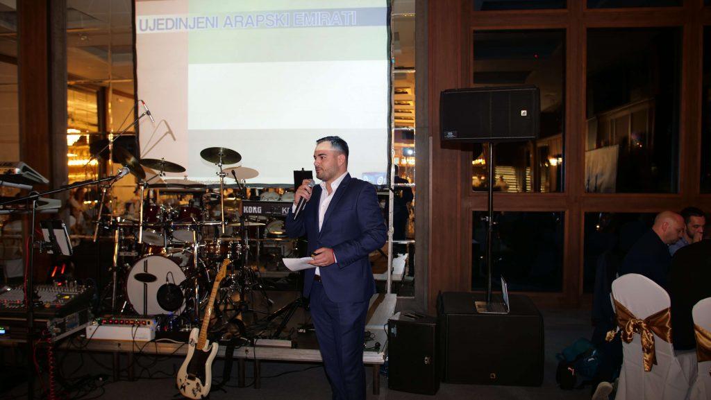 """Miloš Belušević, product menadžer za destinaciju Ujedinjeni Arapski Emirati otvorio je gala veče i predstavio je hotele u ponudi """"Big Blua"""""""